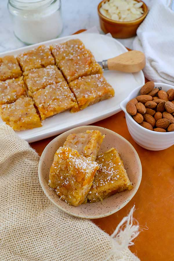 Almond and apricot bars